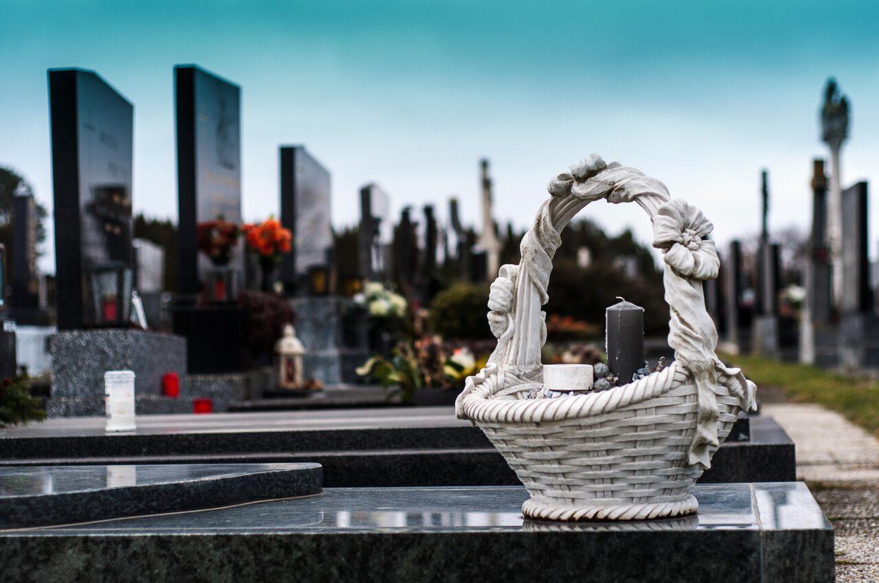 Ostatnie pożegnanie – o czym pamiętać przed pogrzebem?
