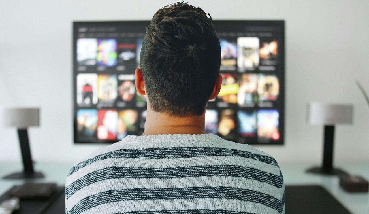 Jak wybrać dostawcę usług telewizyjnych – przegląd ofert