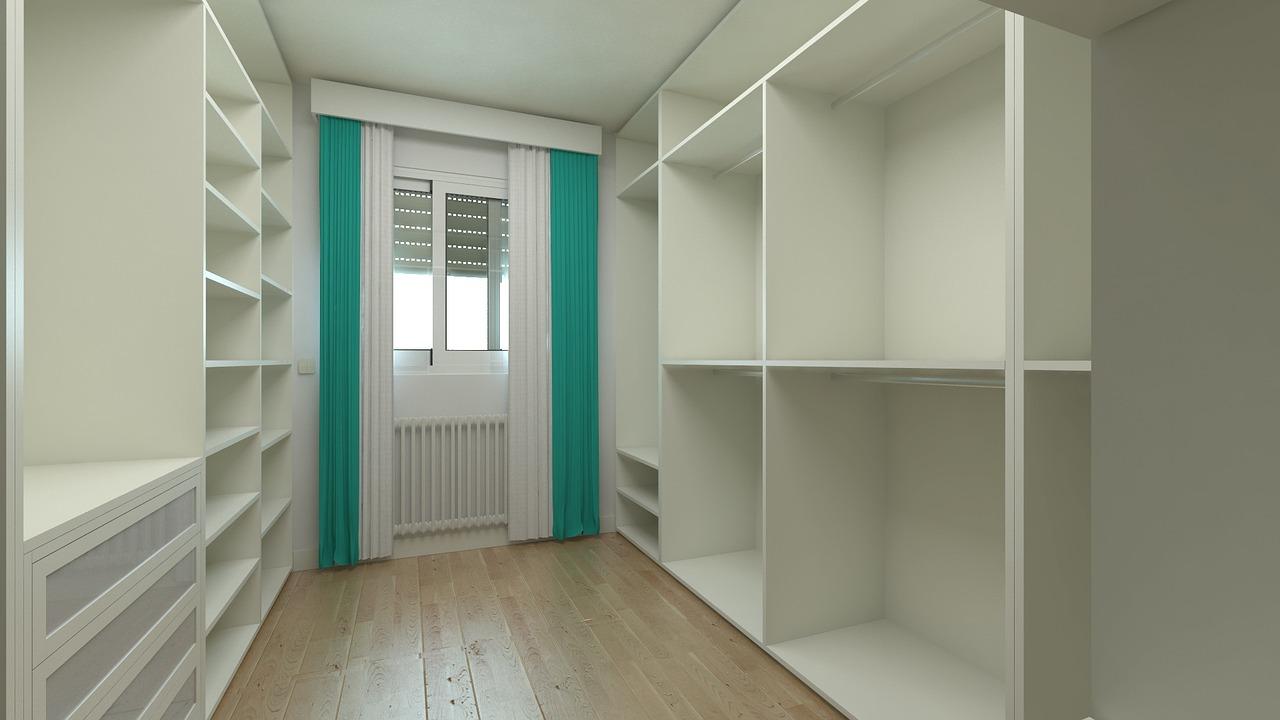 Mała garderoba w sypialni – jak ją urządzić?