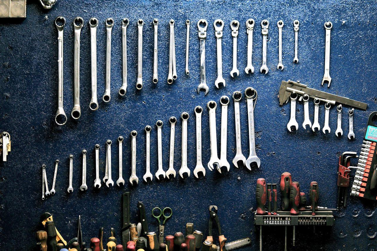 Uchwyty na narzędzia, czyli podstawowy zestaw warsztatowy