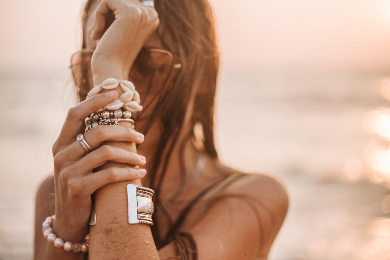 Bransoletki na sznurku – dobra alternatywa dla łańcuszka